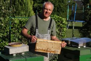Imker Lipka bei seinen Bien